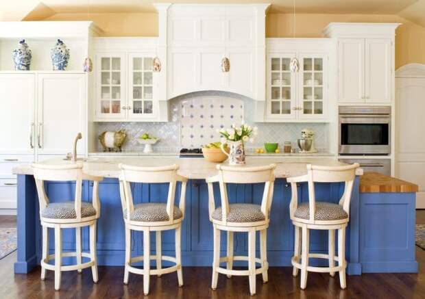 Голубая кухня в интерьере: уютная прохлада в разных стилях (30 фото)