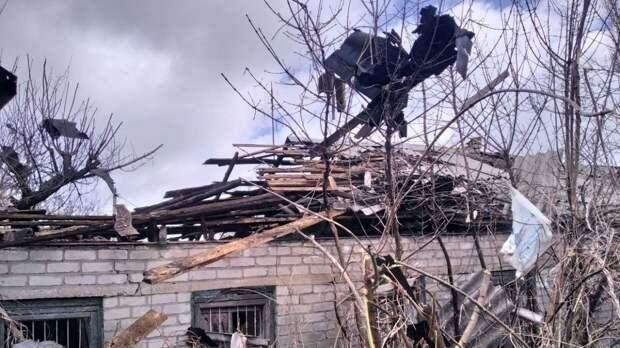 Военные ДНР уничтожили украинскую БМП после обстрела ВСУ окраины Донецка