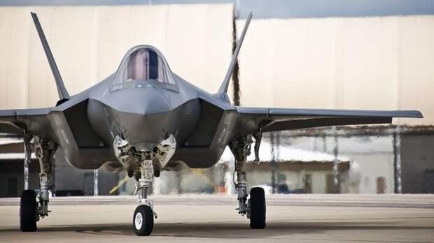 Серьезная уязвимость F-35: истребитель США проигрывает в ближнем бою