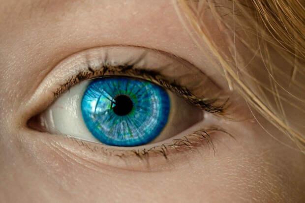 Врач-офтальмолог объяснила, как сутулость приводит кухудшению зрения