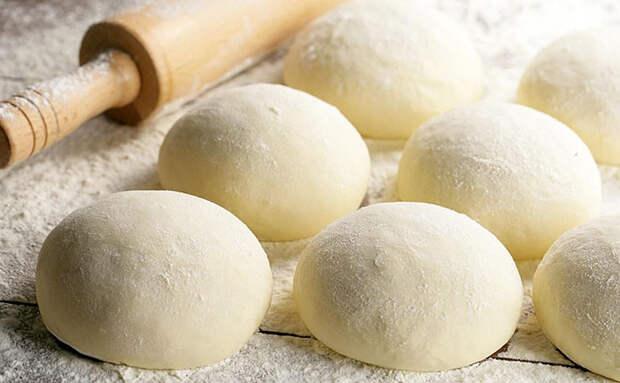 Заготавливаем итальянское тесто на 8 пицц: потом его можно хранить в холодильнике 3 месяца