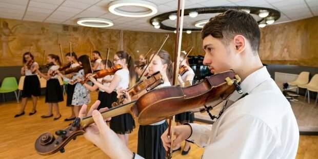 Собянин встретился с педагогами и учащимися школы «Класс-Центр»