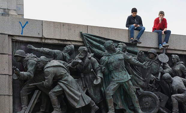 Болгарские читатели: нет памятника — нет проблем. Так что, забирайте свой памятник себе, братушки!