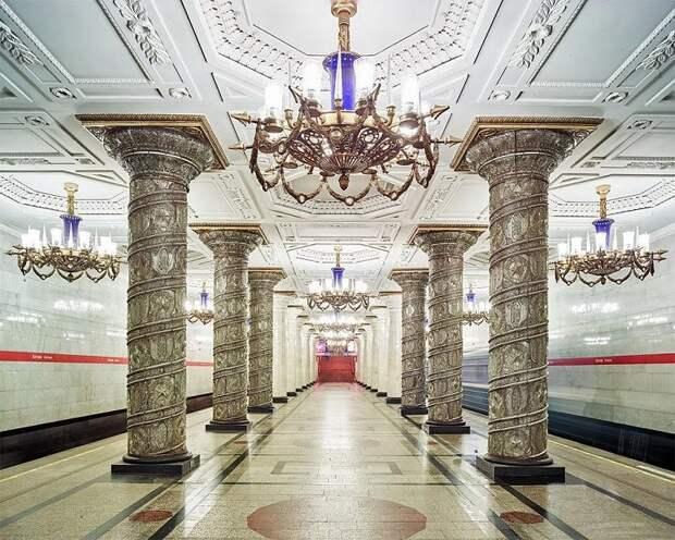 Запредельно красивые фотографии российского метро без людей, на съемку которого фотограф получал разрешение целый год.