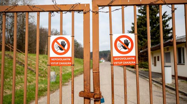 Президент и премьер Чехии запутались в версиях взрыва во Врбетице