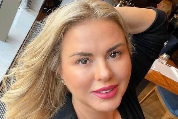 Анна Семенович показала, как набрала вес за 20 лет
