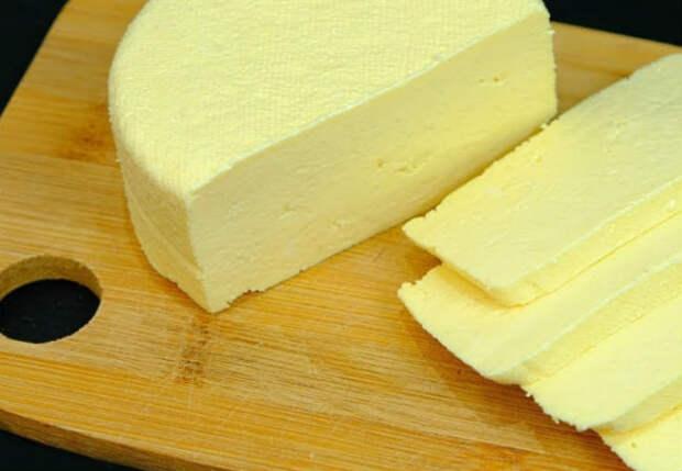 Молодой сыр за 10 минут: делаем из молока и стакана сметаны
