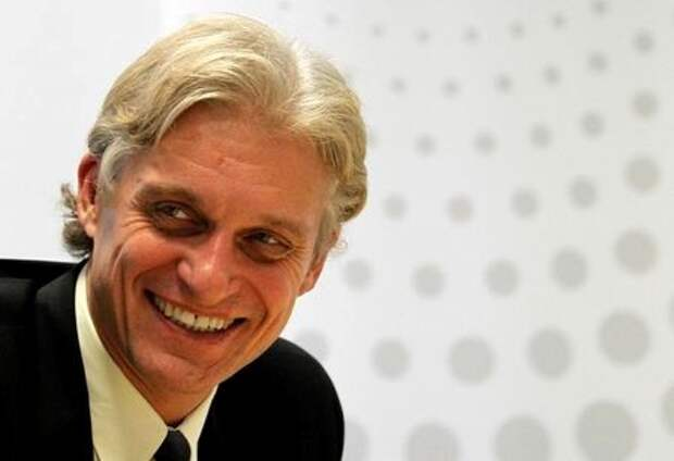 Oleg Tinkov, Chairman of Tinkoff Credit Systems, smiles during an interview with Reuters journalists in Moscow, Russia September 25, 2012. REUTERS/William Webster/File Photo
