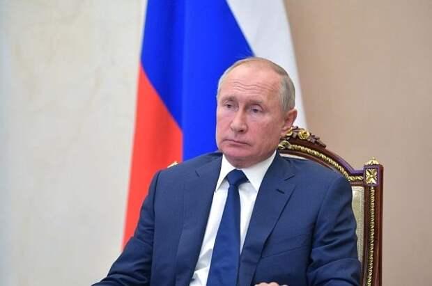 Путин заявил, что в России введут единый базовый оклад для медработников