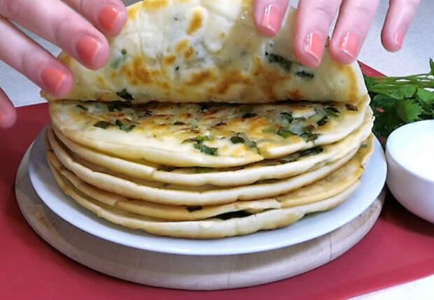Залили картофельные лепешки на сковороду и жарим как блины