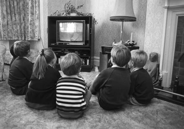 Советские дети обожали мультфильмы / Фото: arhivach.ng
