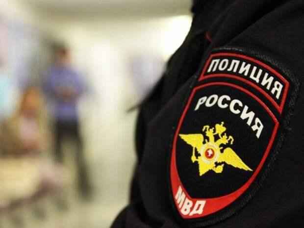 «Меня банк раздел»: голая россиянка угрожала поджечь себя