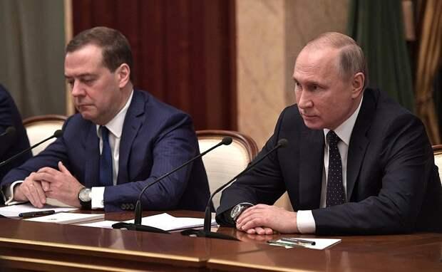 Путин в 2018 году заработал на 1,3 млн меньше, чем Медведев