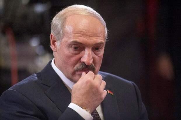 Лукашенко пора готовить три конверта