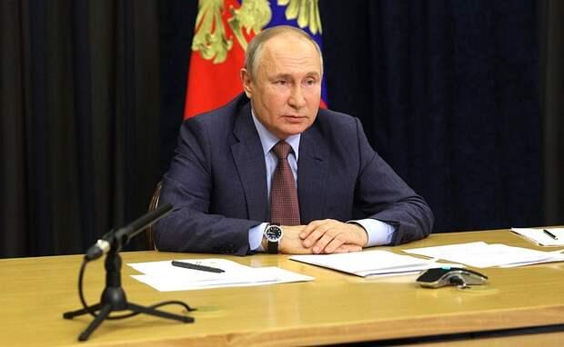 Путин американским журналистам: Трамп был колоритным, а Байден - карьерист