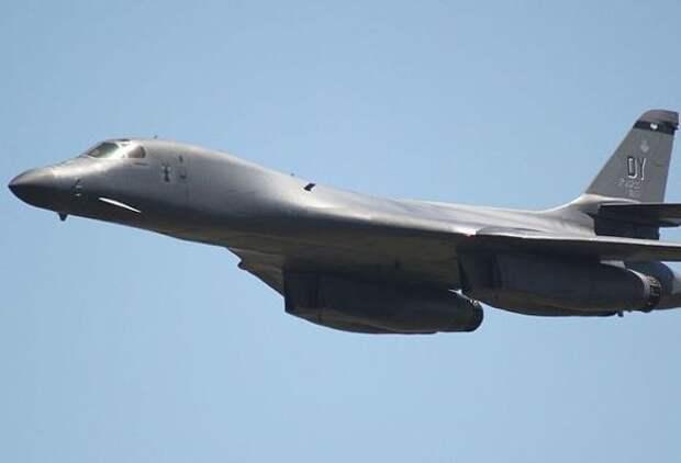 СМИ: Три бомбардировщика ВВС США вторглись в воздушное пространство Северного морского пути