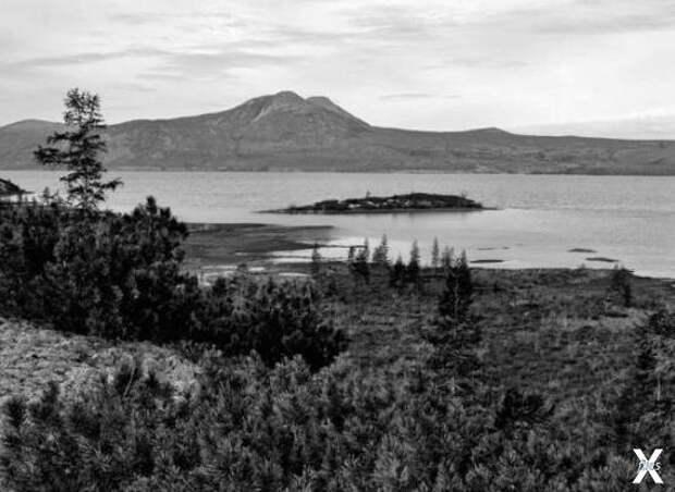 Озеро Лабынкыр, расположенное на вост...