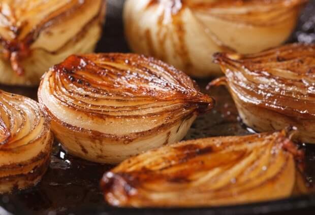 Карамелизация избавляет от горечи, и лук получается сладким / Фото: spiceworldinc.com