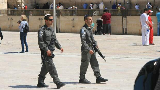 СМИ сообщили о массовых столкновениях палестинцев с израильской полицией