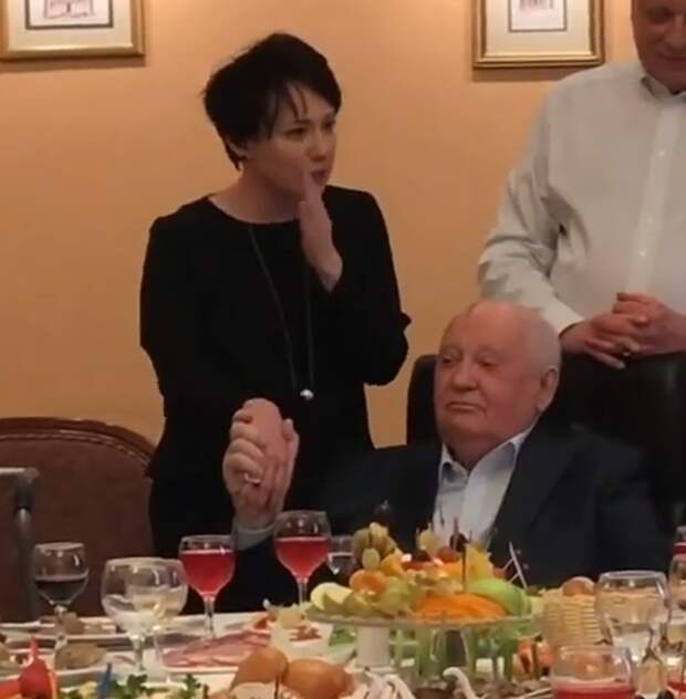 Как Чулпан Хаматова благодарила Горбачёва за развал СССР (видео)