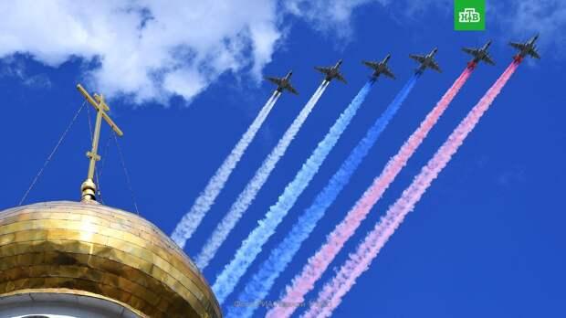 Над Москвой пролетели ракетоносцы, бомбардировщики и истребители