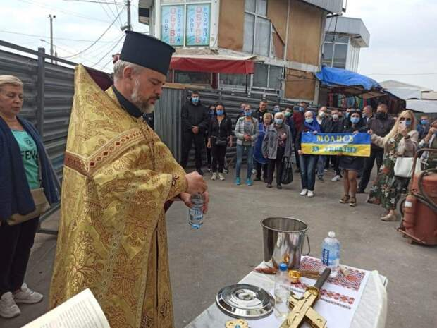 Фельдман возвел часовню на месте строительства дороги через рынок «Барабашово»