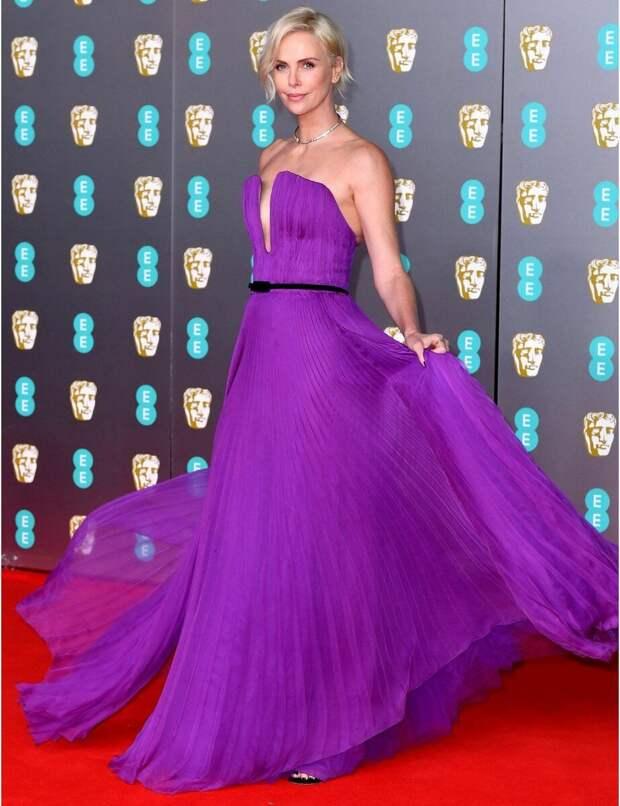 Между розовым и чёрным: 10 лучших платьев премии BAFTA-2020