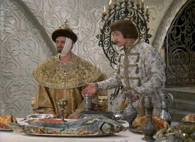Рыба была частым гостем не только на царском столе. Кадр из фильма «Иван Васильевич меняет профессию»