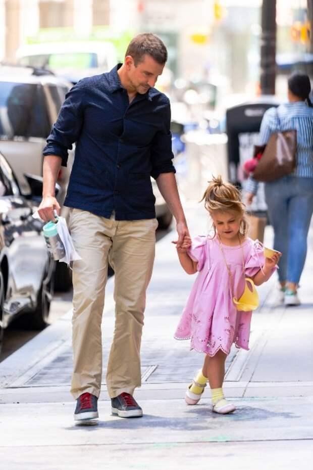 Пока Канье не видит: Ирина Шейк на прогулке с Брэдли Купером в Нью-Йорке