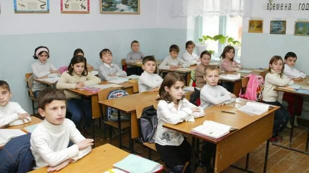 """""""Хоть раз бы оштрафовали родителей"""": Депутат ГД предложил защитить учителей от нападок школьников"""