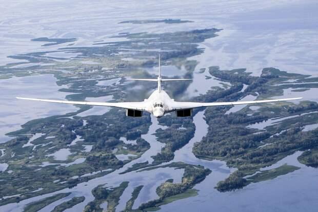 Forbes: Российские Ту-160 отработали удар по базе НАТО в Исландии