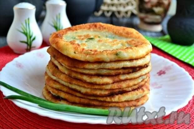 Лепешки с зеленым луком на сковороде