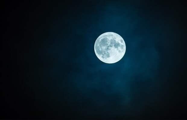 На ночном небе в Хэллоуин появится Голубая Луна