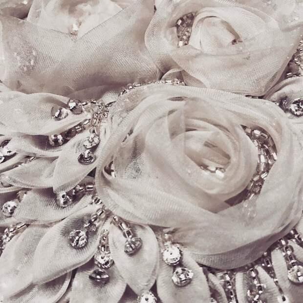 Цветы из ткани в работах дизайнеров и мастеров вышивки, фото № 32