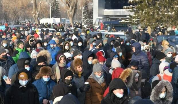 В Екатеринбурге тысячи человек вышли на митинг в поддержку Навального