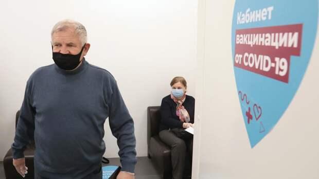 Названы возможные сроки начала трехкратной вакцинации пожилых «КовиВаком»