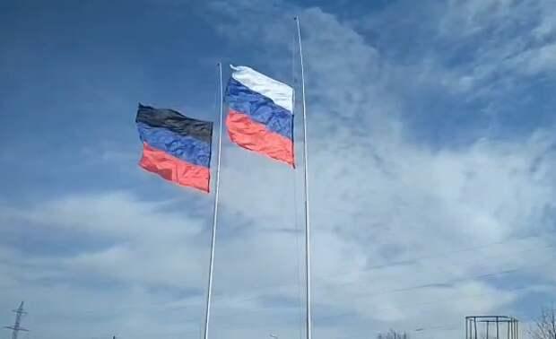 Радикалы разгневались, увидев флаг России на границе Украины с Донбассом
