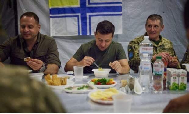 Зеленский попал в скандал из-за обеда без тарелок с военными
