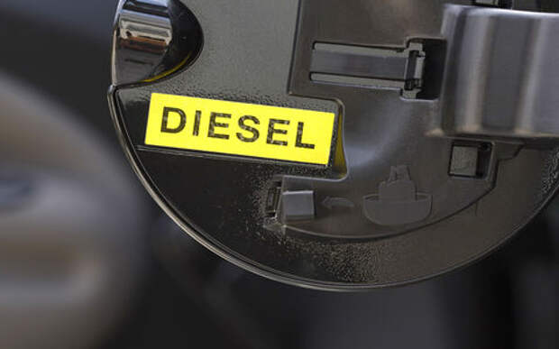 Нефтяники согласились снизить цены на дизтопливо до уровня октября 2018-го. Посевная на носу!
