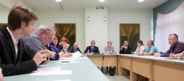 Жители СВАО предложили депутату Алексею Шапошникову продолжить работу в Мосгордуме