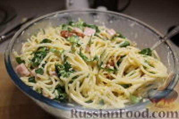 Фото приготовления рецепта: Запеканка из спагетти, со шпинатом и ветчиной - шаг №12