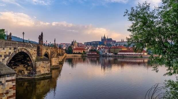 Немецкий политолог заявил, что ЕС считает фейком позицию Чехии в ситуации с Россией