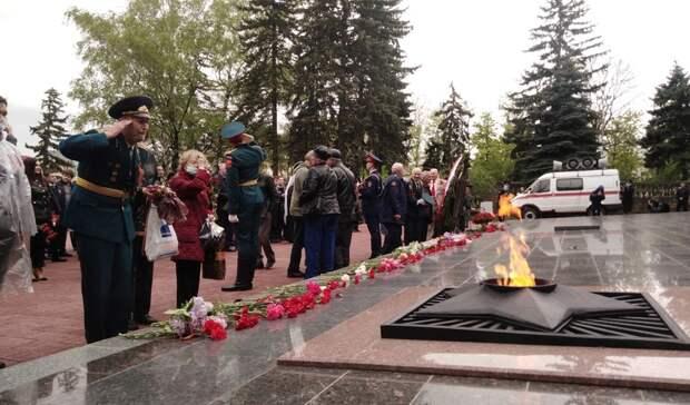 День Победы вСтаврополе начался свозложения цветов кВечному огню