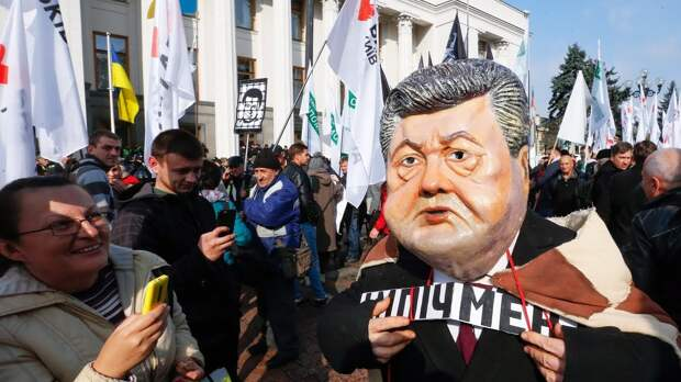 Порошенко вызвали на Майдан для отречения от власти