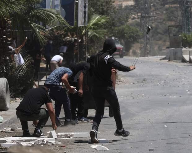 Более 40 палестинцев ранены в столкновениях с армией Израиля на границе с сектором Газа