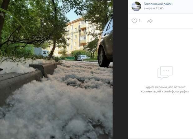 Фото дня: пушистый «снег» заметает Головинский
