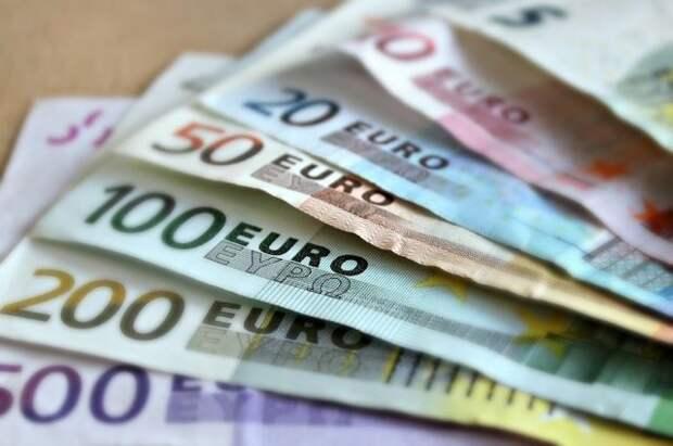 Экономист прокомментировал падение курса евро