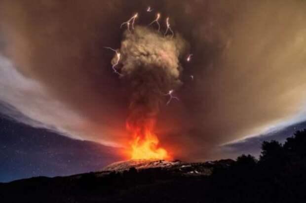 Откуда в вулканах появляются молнии: объяснение с точки зрения науки