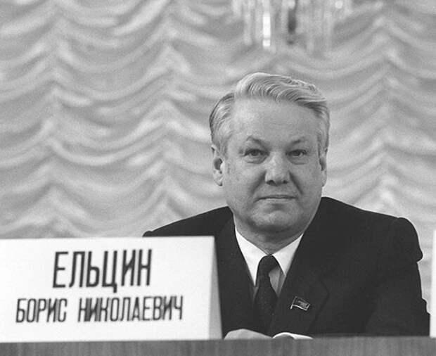 За что Ельцин попал в опалу к Горбачёву