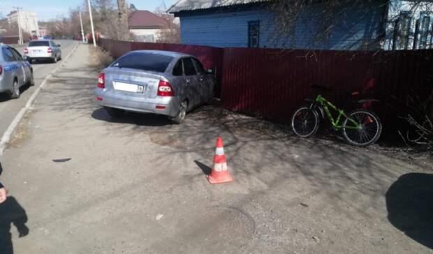 ВКувандыке под колеса легковушки попала 12-летняя велосипедистка